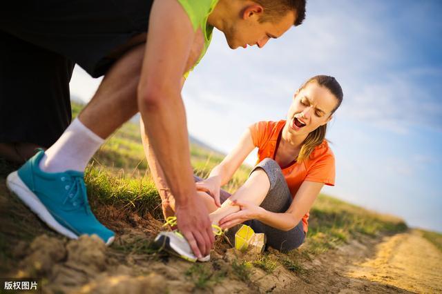 脚崴了以后尽早活动更利于恢复?踝关节扭伤了怎么办,如何预防