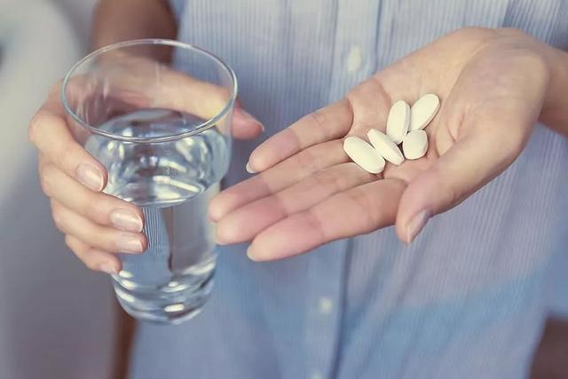 关节僵硬怎么办?药物控制是关键
